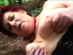 Chubby old whore digging into her vagina before bj
