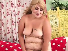 Chubby mother uses massager