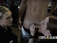 American milf police sucks blacks on the job