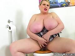 British Plumper Samantha Sanders spoils us with her huge tits