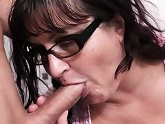 BBW is picked up and fucked in the restroom