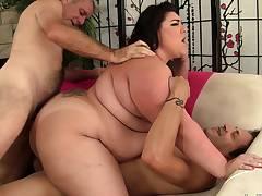 Hardcore dual penetration threesome