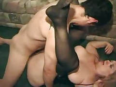 Mature old slut get fucked by two dude