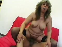 A mature woman still fucks like she did when she turned 18