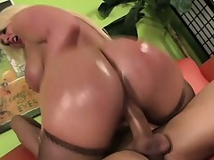 Kelly gets on top of him and rides his hard cock with kinky eagerness and dream