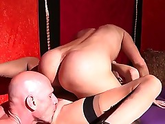 A thnreesome with two crimson goes on the huge dickss