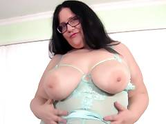 Becki Butterfly Big Hooters and Big Nut uses hook-up fucktoys