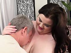 Pussylicked BBW spreads gams to get fucked